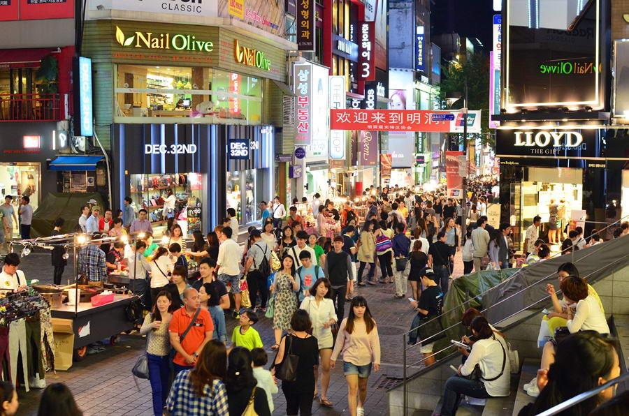 Con phố shopping đông đúc