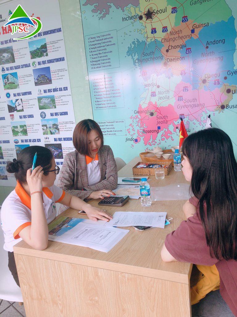 Học viên đến tư vấn